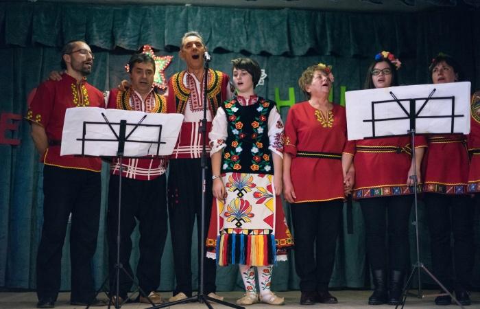 Vokalna grupa Srednogortsi-9