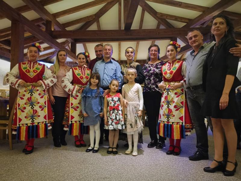 Folklorna programa s narodna pevitsa i tantsyori